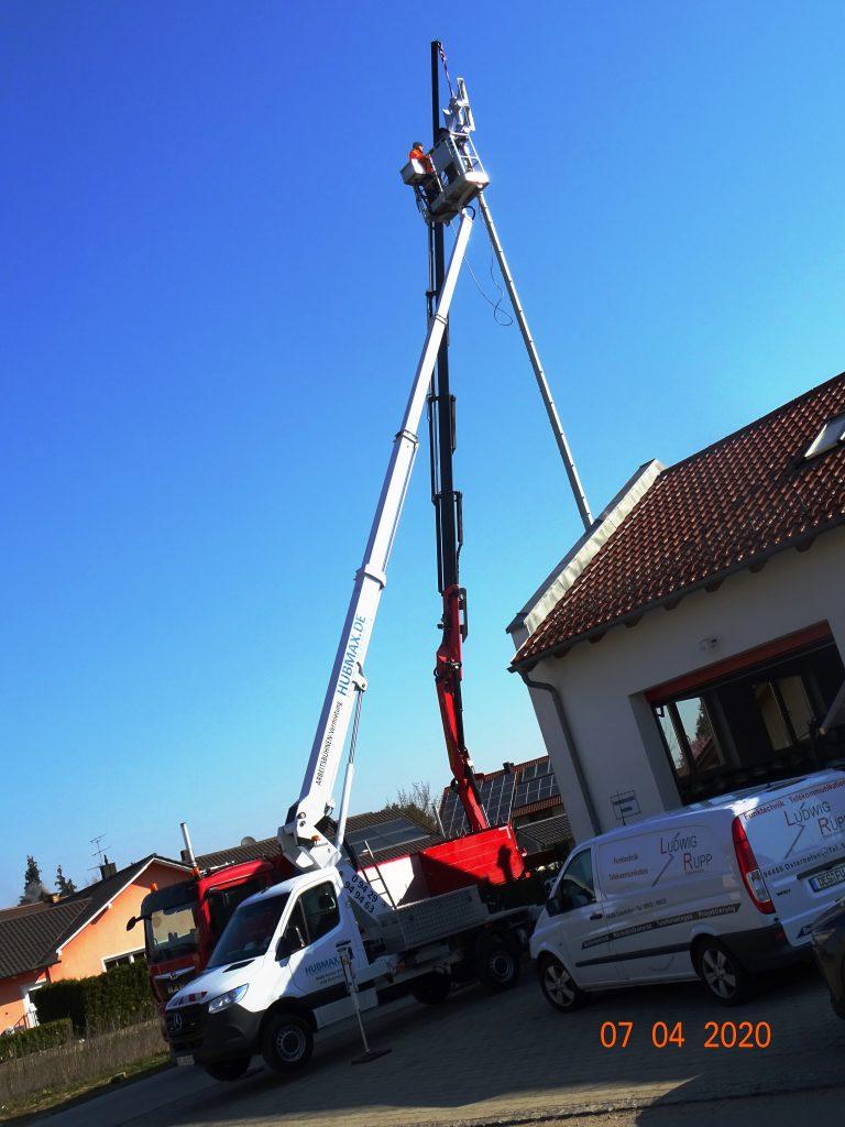 Montage einer Feuerwehr-Sirenenanlage (in 16 m Höhe)